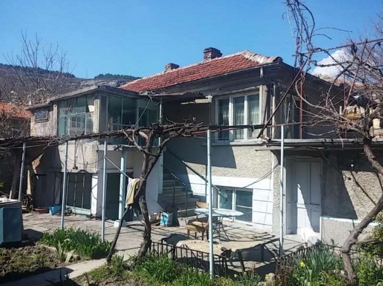 immobilien haus in provadiya varna bulgarien 2 schlafzimmer haus 300 qm garten stadt provadya. Black Bedroom Furniture Sets. Home Design Ideas