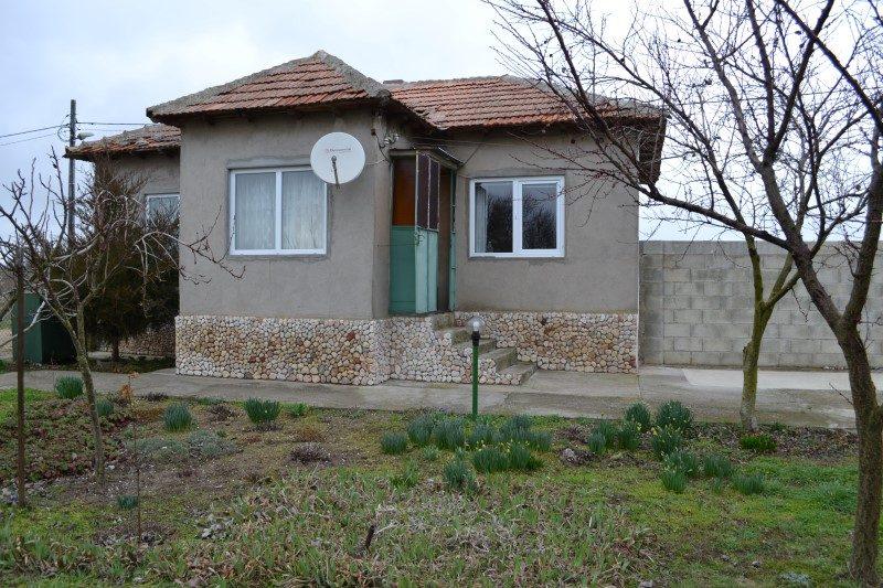 immobilien haus in krapets dobrich bulgarien 70 qm bungalow 1189 qm garten 14 km zu shabla. Black Bedroom Furniture Sets. Home Design Ideas