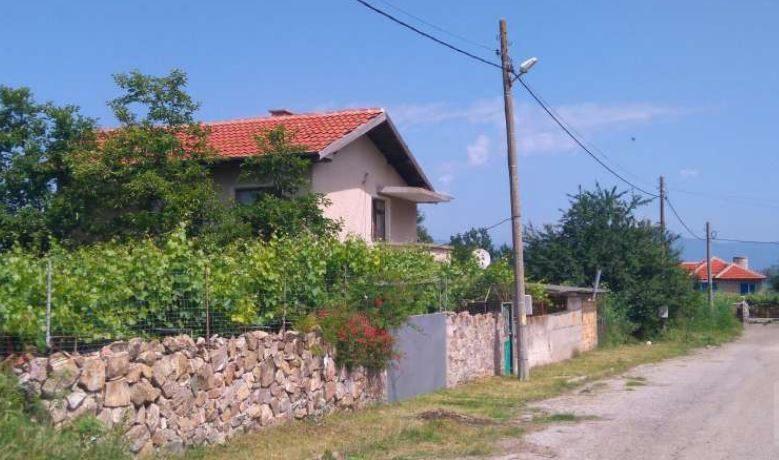 immobilien haus in hadzhidimitrovo yambol bulgarien 120 qm haus mit 3 schlafzimmern 1200. Black Bedroom Furniture Sets. Home Design Ideas
