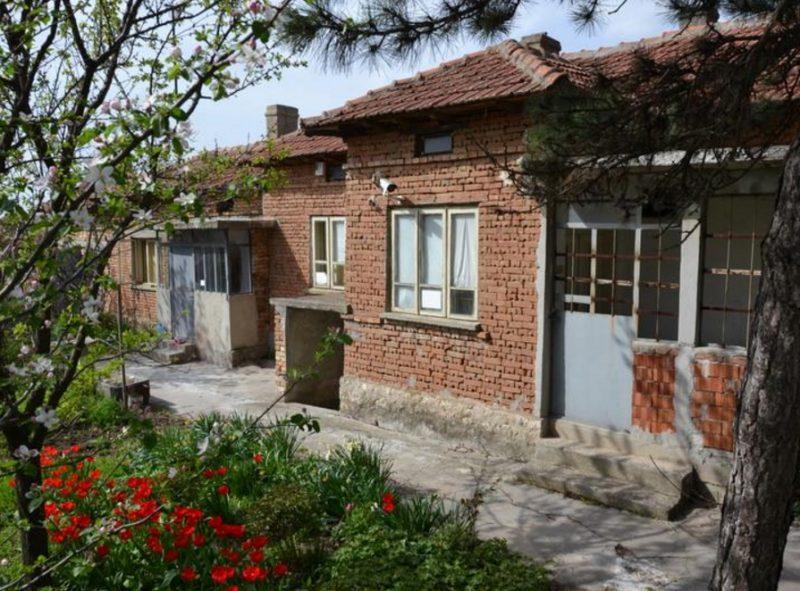 immobilien haus in stozher dobrich bulgarien 90 qm bungalow 1450 qm garten 30 km nach varna. Black Bedroom Furniture Sets. Home Design Ideas