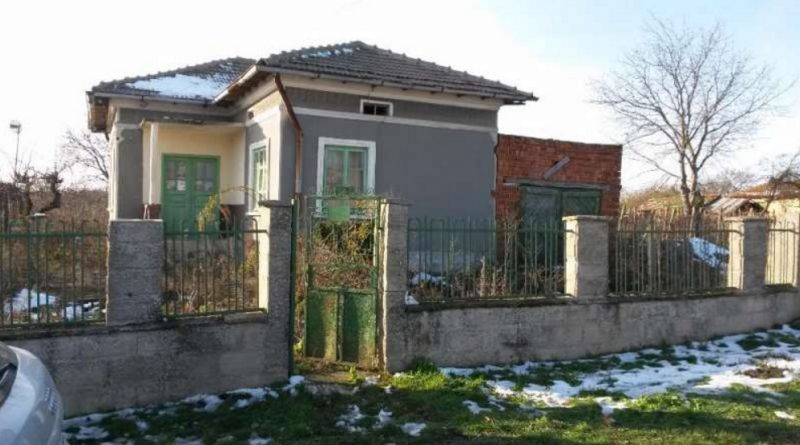 immobilien haus in lyulyakovo dobrich bulgarien 50 qm haus 1170 qm garten 5 km general. Black Bedroom Furniture Sets. Home Design Ideas