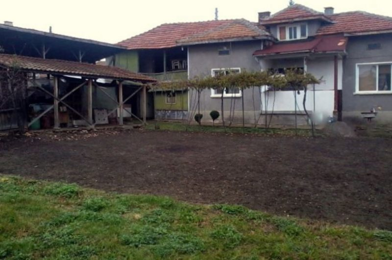 immobilien haus in rakita pleven bulgarien 50 qm haus 3 schlafzimmer 860 qm garten 10 km. Black Bedroom Furniture Sets. Home Design Ideas