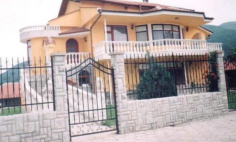 immobilien haus in topolovo plovdiv bulgarien 300 qm haus 2350 qm garten pool. Black Bedroom Furniture Sets. Home Design Ideas