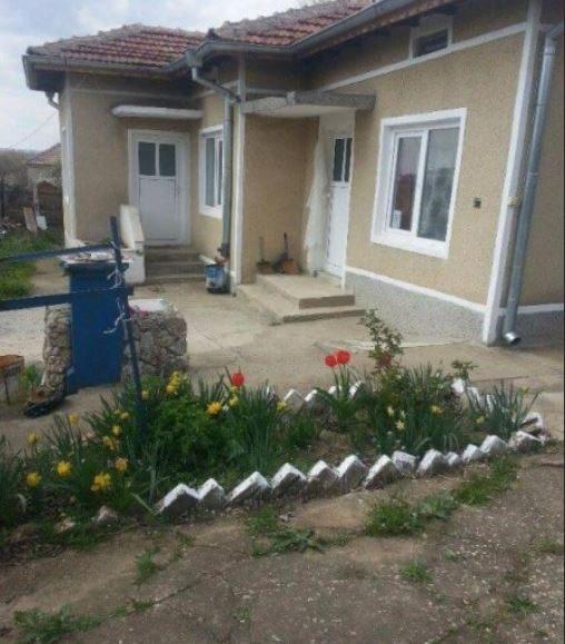 immobilien haus in lomnitsa dobrich bulgarien 80 qm haus 2 schlafzimmer 800 qm garten 55. Black Bedroom Furniture Sets. Home Design Ideas