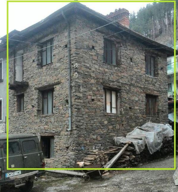 immobilien haus in lyaskovo smolyan bulgarien 114 qm steinhaus 4 zimmer 50 qm garten in. Black Bedroom Furniture Sets. Home Design Ideas