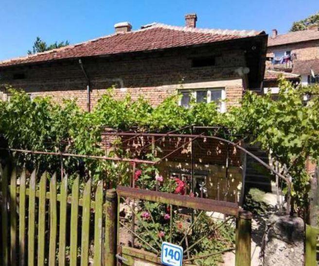 immobilien haus in dobrich dobrich bulgarien 70 qm haus 2 schlafzimmer 150 qm garten in. Black Bedroom Furniture Sets. Home Design Ideas
