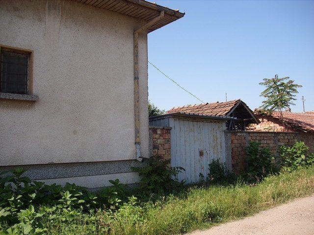 immobilien haus in gulyantsi pleven bulgarien haus 110 qm 4 zimmer 110 qm garten 13 km. Black Bedroom Furniture Sets. Home Design Ideas