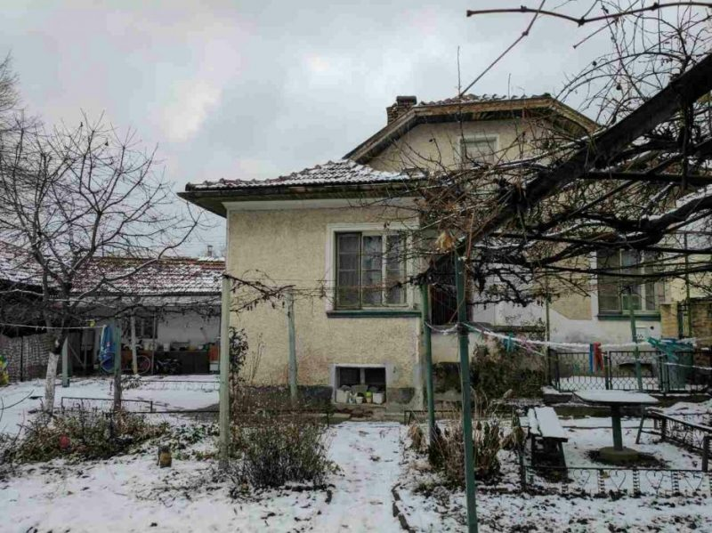 immobilien haus in trudovets sofia province bulgarien zweist ckiges haus in einem sch nen. Black Bedroom Furniture Sets. Home Design Ideas