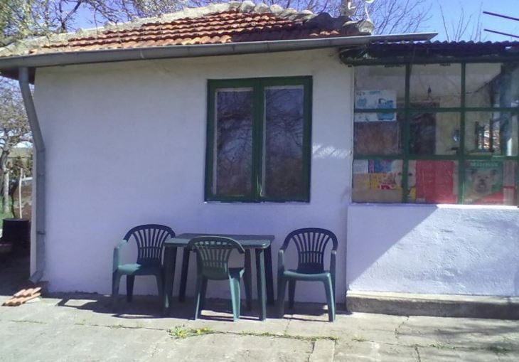 immobilien haus in kumanovo varna bulgarien 50 qm haus 1300 qm grundst ck 10 km nach warna. Black Bedroom Furniture Sets. Home Design Ideas