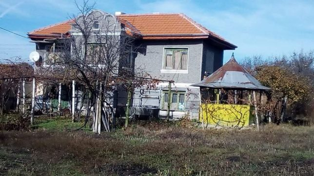 immobilien haus in tutrakantsi varna bulgarien 150 qm haus 6 zimmer garten 1700 qm 60 km. Black Bedroom Furniture Sets. Home Design Ideas