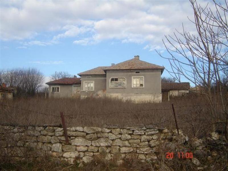 immobilien haus in preselentsi dobrich bulgarien haus 100 qm 4 zimmer 30 km vom. Black Bedroom Furniture Sets. Home Design Ideas