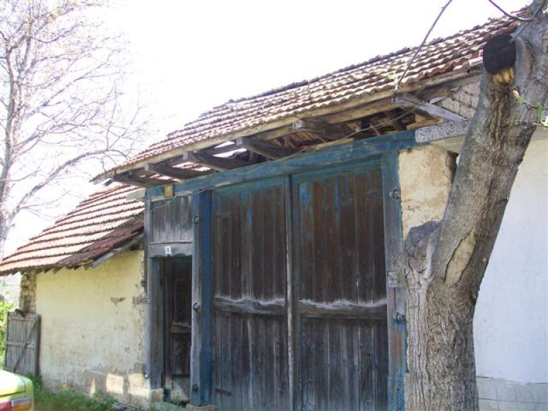 immobilien haus in balkanski razgrad bulgarien haus 60 qm 4 zimmer bad keller 13 km. Black Bedroom Furniture Sets. Home Design Ideas