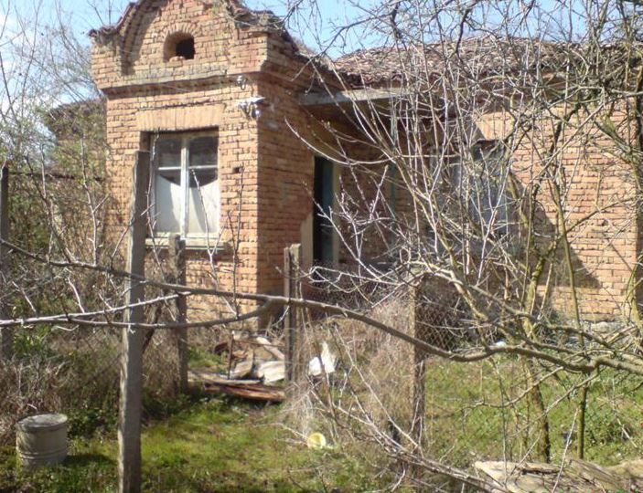 immobilien haus in arkovna varna bulgarien 60 qm altes haus 200 qm land varna region. Black Bedroom Furniture Sets. Home Design Ideas