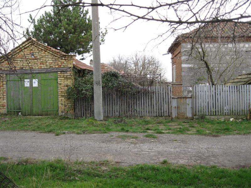 immobilien haus in vedrina dobrich bulgarien haus 80 qm 6 zimmer bad 3000 qm grundst ck. Black Bedroom Furniture Sets. Home Design Ideas