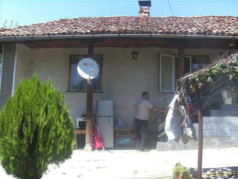 immobilien haus in balkanski razgrad bulgarien haus 50 qm 3 zimmer garage grundst ck. Black Bedroom Furniture Sets. Home Design Ideas