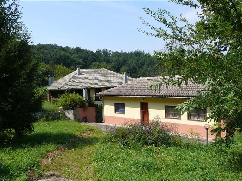 immobilien haus in radovtsi gabrovo bulgarien zwei h user 300 qm 9 schlafzimmer. Black Bedroom Furniture Sets. Home Design Ideas