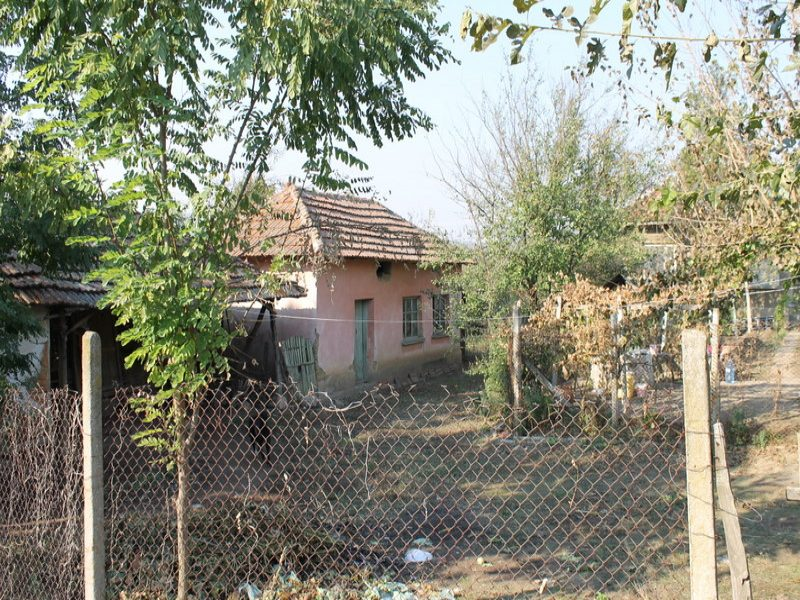 immobilien haus in mokresh montana bulgarien gem tliches haus 2516 qm garten sommerk che. Black Bedroom Furniture Sets. Home Design Ideas