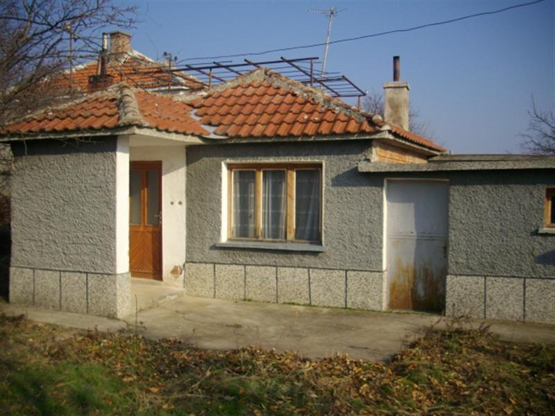 immobilien haus in trapoklovo sliven bulgarien haus 50 qm ein zimmer garage land 850 qm. Black Bedroom Furniture Sets. Home Design Ideas