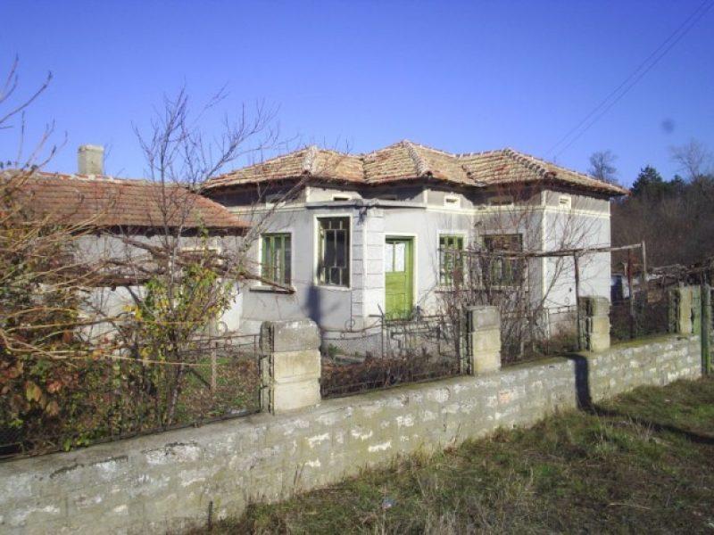 immobilien haus in izvorovo dobrich bulgarien haus 80 qm 3 schlafzimmer k che land 2500. Black Bedroom Furniture Sets. Home Design Ideas