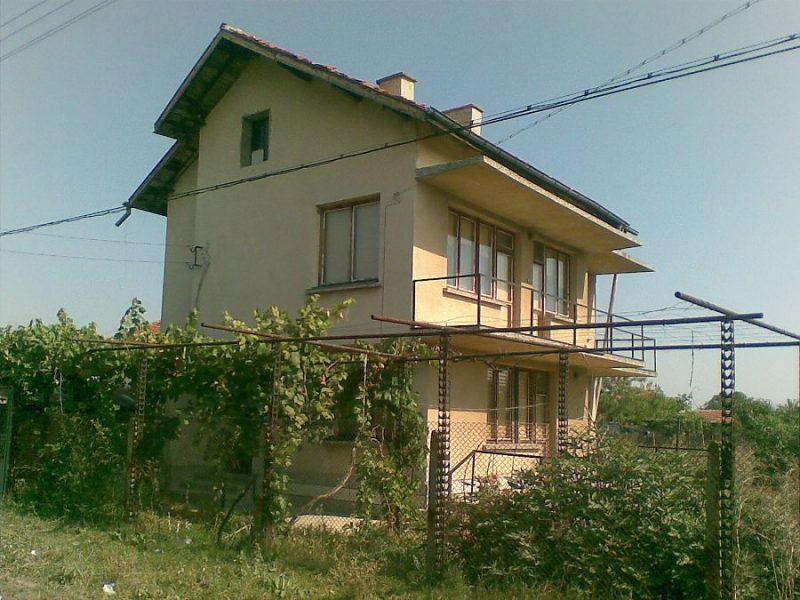 immobilien haus in okop yambol bulgarien haus 150 qm 3 schlafzimmer 2 b der land 1600 qm. Black Bedroom Furniture Sets. Home Design Ideas