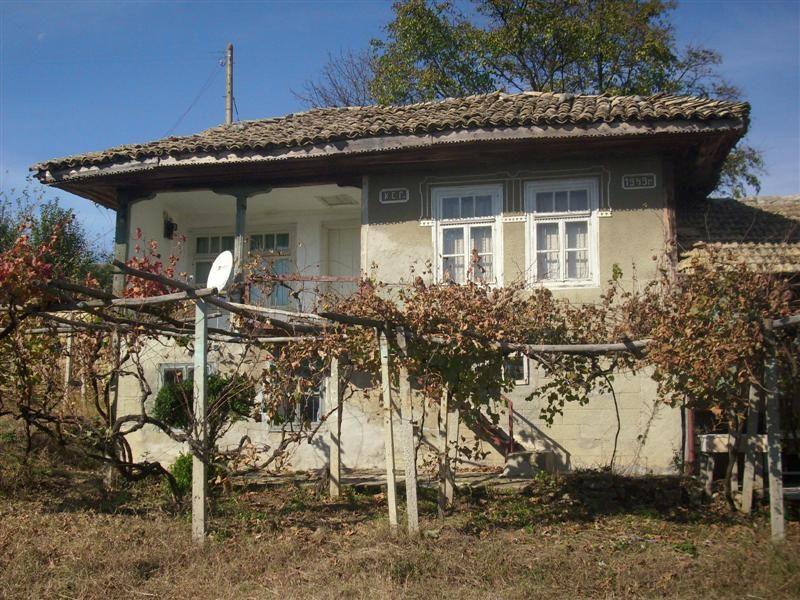 immobilier mogila shumen bulgarie maison sur deux tages des b timents agricoles des. Black Bedroom Furniture Sets. Home Design Ideas