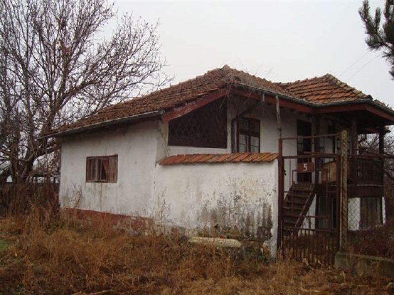 immobilien haus in chilnov ruse bulgarien g nstige bulgarischen haus 700 qm garten 2. Black Bedroom Furniture Sets. Home Design Ideas