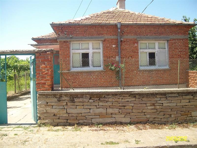 immobilien haus in lozarevo burgas bulgarien haus 100 qm 3 schlafzimmer bad 800 m. Black Bedroom Furniture Sets. Home Design Ideas