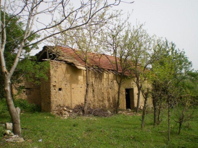 immobilien haus in bosilkovtsi ruse bulgarien ein altes haus mit 2200 qm land zentral. Black Bedroom Furniture Sets. Home Design Ideas