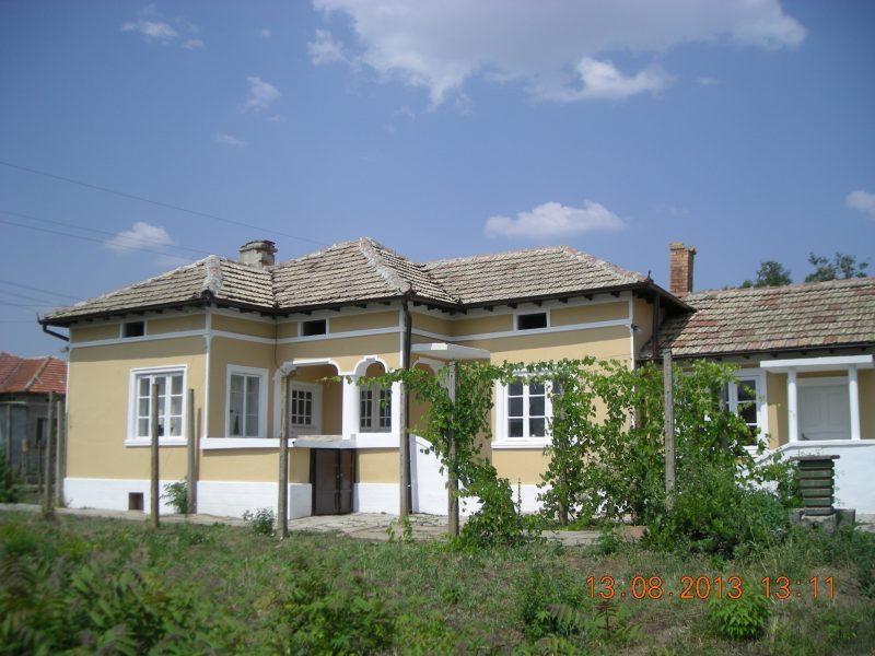 immobilien haus in belgun dobrich bulgarien 90 qm haus 2900 qm land 20 km vom meer. Black Bedroom Furniture Sets. Home Design Ideas