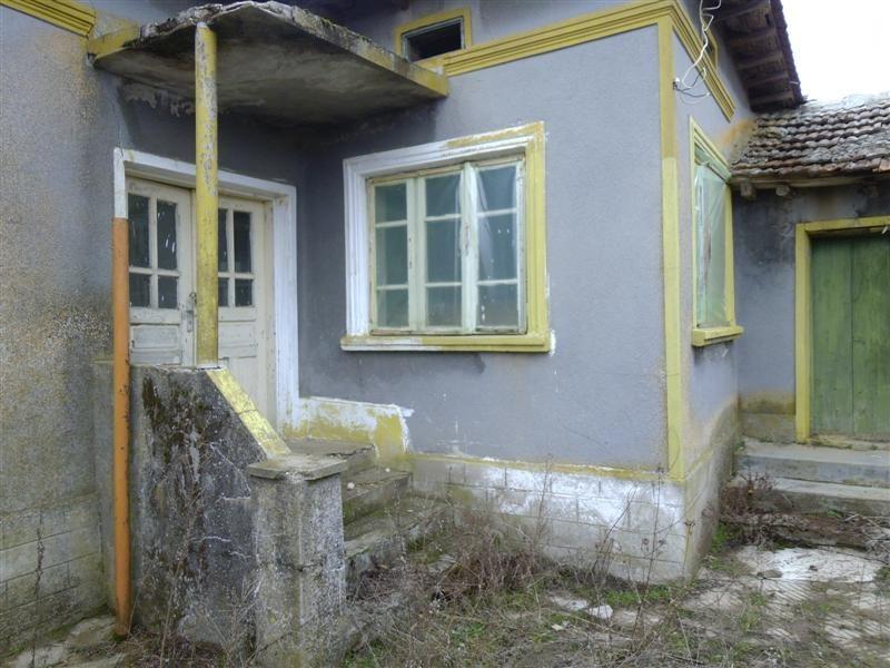 immobilien haus in balkantsi dobrich bulgarien haus 80 qm 4 zimmer bad keller. Black Bedroom Furniture Sets. Home Design Ideas