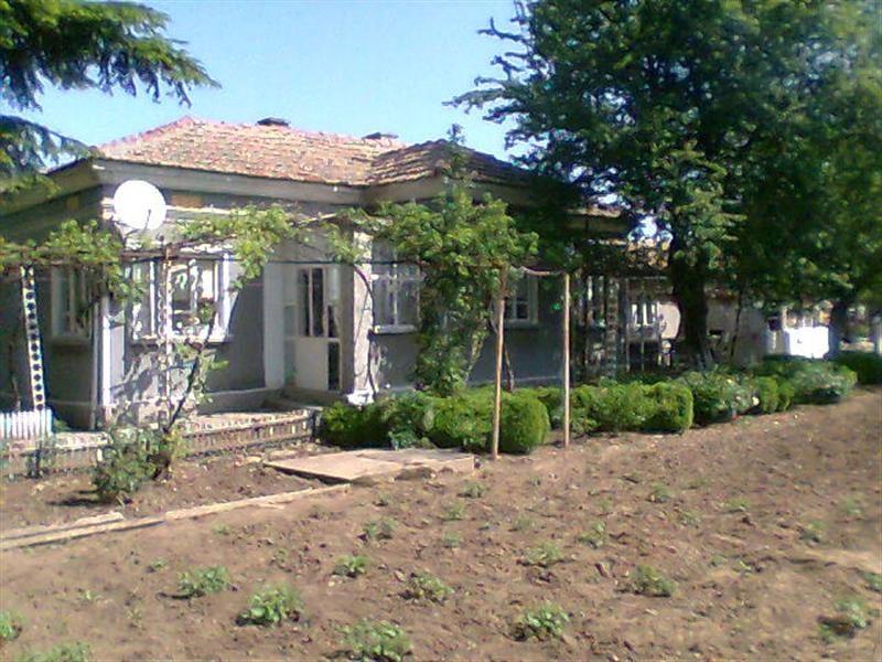 immobilien haus in stefanovo dobrich bulgarien haus 90 qm 3 schlafzimmer bad garage. Black Bedroom Furniture Sets. Home Design Ideas