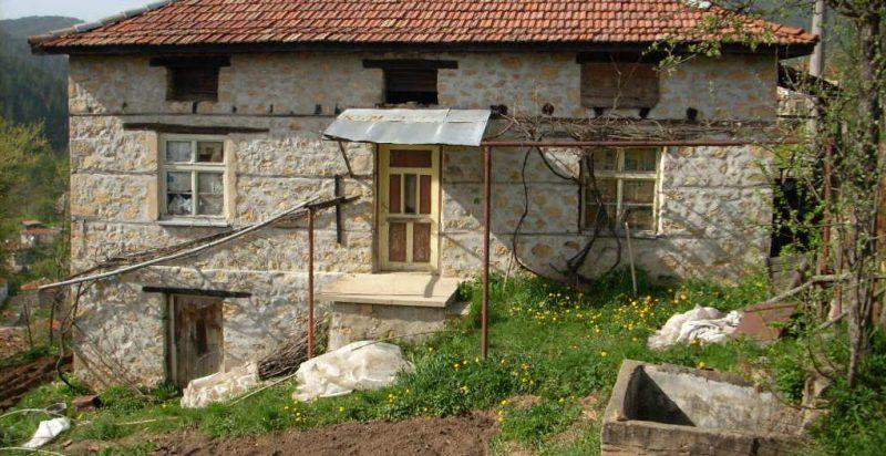 immobilien haus in polkovnik serafimovo smolyan bulgarien haus 100 qm 4 zimmer 300 qm. Black Bedroom Furniture Sets. Home Design Ideas