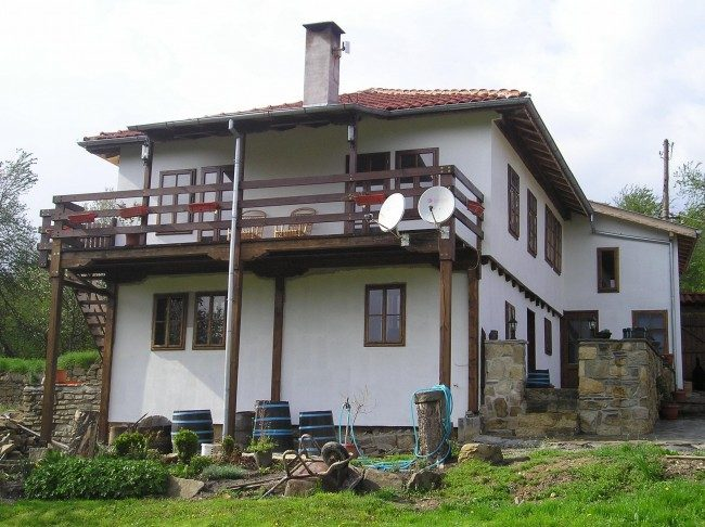 immobilien haus in tryavna gabrovo bulgarien haus 150 qm land qm drei. Black Bedroom Furniture Sets. Home Design Ideas