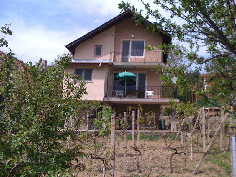 immobilien haus in hrabrino plovdiv bulgarien haus von 150 qm f nf zimmer grundst ck. Black Bedroom Furniture Sets. Home Design Ideas