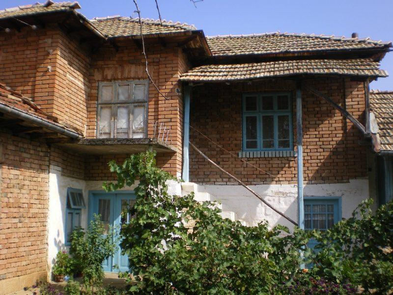 immobilien haus in mogilino ruse bulgarien zwei st ckiges haus 120 qm anhang 40 qm big. Black Bedroom Furniture Sets. Home Design Ideas