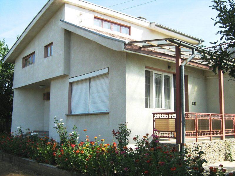 immobilien haus in tsenovich silistra bulgarien haus 120 qm 2 schlafzimmer bad keller. Black Bedroom Furniture Sets. Home Design Ideas