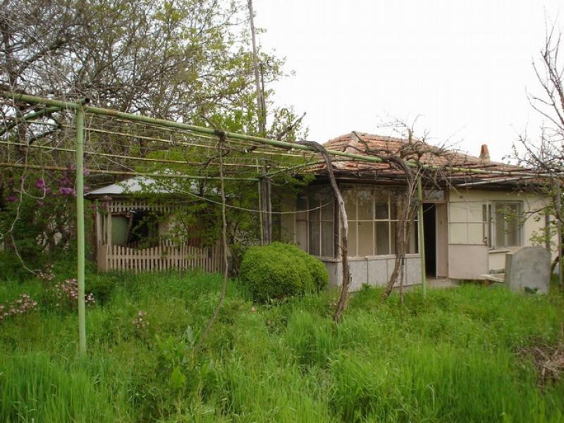 immobilien haus in lyulin yambol bulgarien 90 qm bungalow mit 4000 qm garten 70 km nach burgas. Black Bedroom Furniture Sets. Home Design Ideas