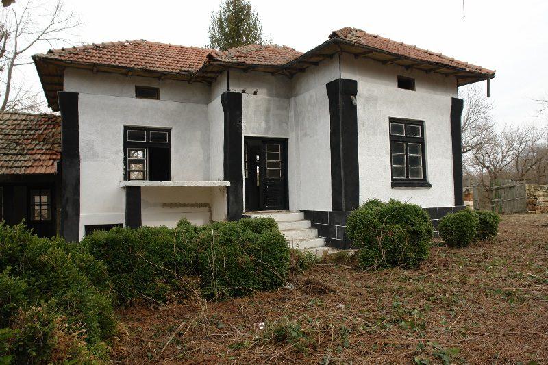 immobilien haus in tetovo ruse bulgarien 4890 qm garten 150 qm wohnbereich sommer k che. Black Bedroom Furniture Sets. Home Design Ideas