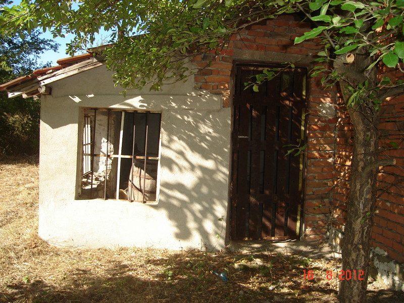 Immobilier esen burgas bulgarie maison dans la vall e for Jardin 500m2