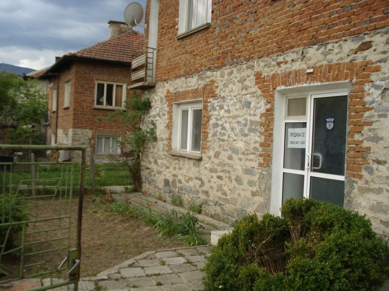 immobilien haus in rakitovo pazardzhik bulgarien haus mit 120 qm fl che 400 qm 2. Black Bedroom Furniture Sets. Home Design Ideas