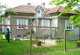 beautiful garden , solid house - 3 bedrooms . 8 km. from river Danube and town of Tutrakan