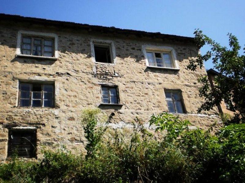 immobilien haus in slaveyno smolyan bulgarien das zweist ckige haus 160 qm ein parkplatz. Black Bedroom Furniture Sets. Home Design Ideas