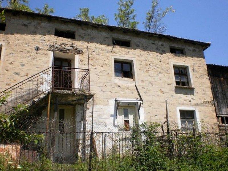 immobilien haus in bosilkovo smolyan bulgarien das zweist ckige haus 122 qm ein parkplatz. Black Bedroom Furniture Sets. Home Design Ideas