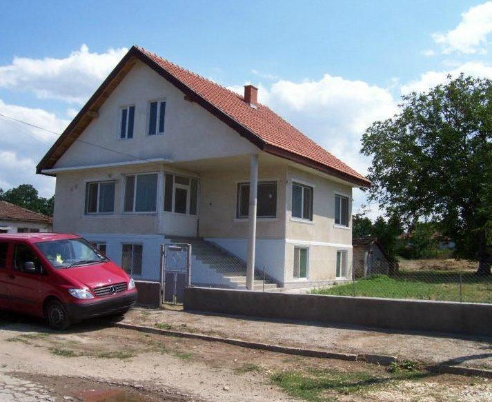 immobilien haus in shabla dobrich bulgarien 150 qm haus 1300 qm garten sicherheitssystem. Black Bedroom Furniture Sets. Home Design Ideas