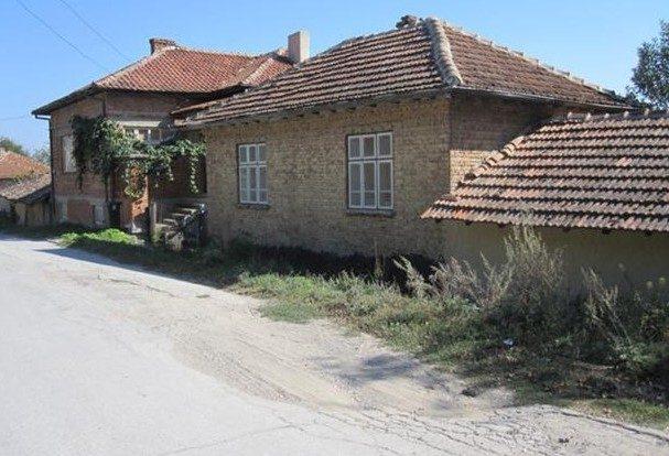immobilien haus in dalgopol varna bulgarien 150 qm haus 1000 qm garten in einer kleinen. Black Bedroom Furniture Sets. Home Design Ideas