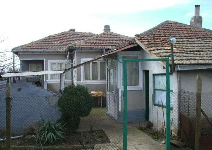 immobilien haus in vidno dobrich bulgarien 90 qm bungalow 1500 qm garten 20 km zum meer. Black Bedroom Furniture Sets. Home Design Ideas