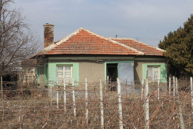 immobilien haus in stanevo montana bulgarien 1300 qm garten sch nes haus 3 zimmer. Black Bedroom Furniture Sets. Home Design Ideas