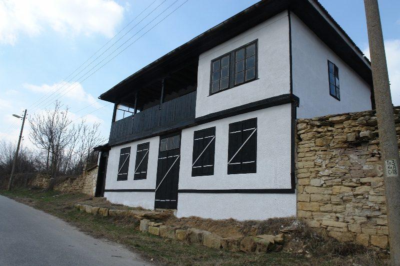 immobilien haus in borovo ruse bulgarien sch nes haus 1020 qm garten 3 schlafzimmer. Black Bedroom Furniture Sets. Home Design Ideas