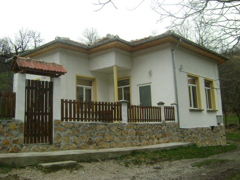 immobilien haus in shipkovo lovech bulgarien haus 80 qm 3 schlafzimmer dorf shipkovo. Black Bedroom Furniture Sets. Home Design Ideas